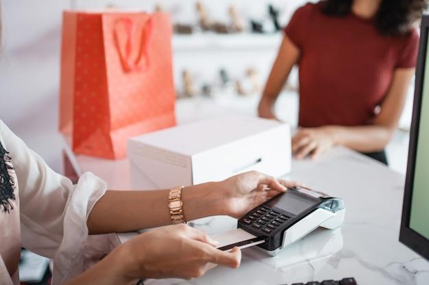 Оплата кредитной картой в кассе