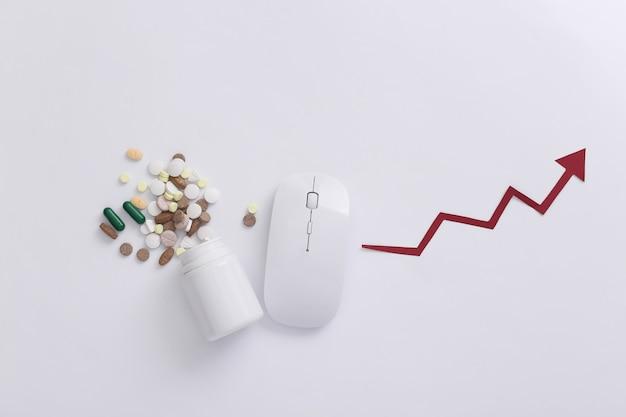 병 약이 있는 pc 마우스, 흰색 바탕에 화살표가 상승합니다. 평면도. 플랫 레이