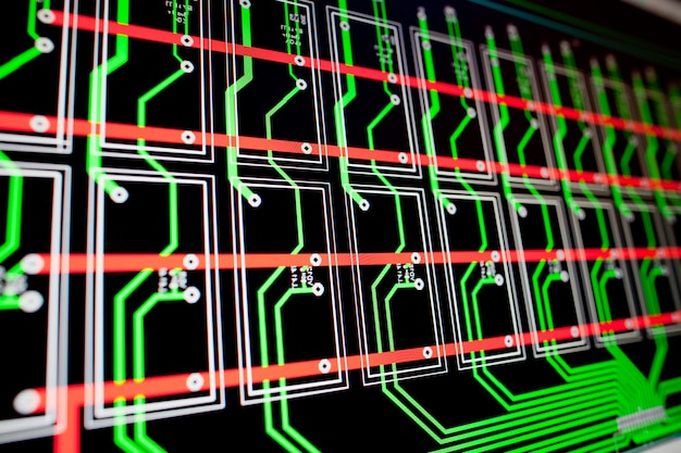 Электрическая схема печатной платы на экране пк