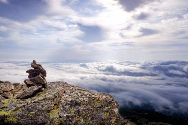 マドリッドのpe±alara山頂、雲の寒い日。