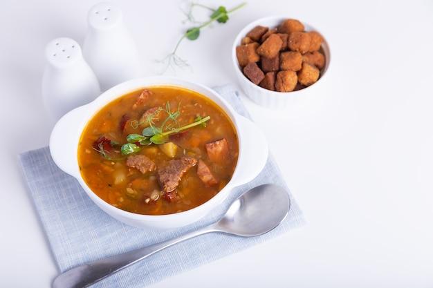 Суп гороховый с мясом и копчеными колбасами