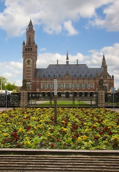 Дворец мира в гааге (гаага), нидерланды