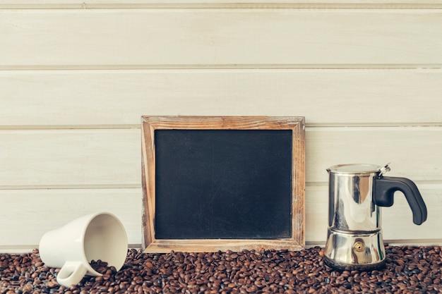 슬레이트와 함께 평화로운 커피 개념