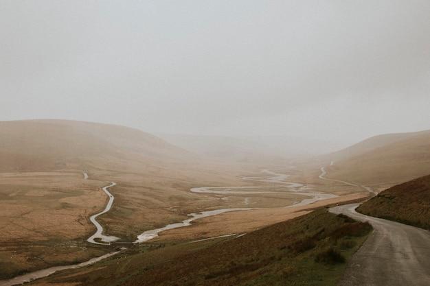 영국 웨일즈의 평화롭고 거친 지형 풍경