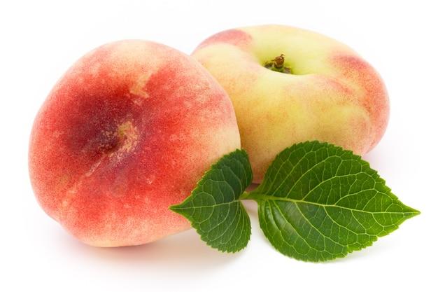 桃。孤立したフルーツ。