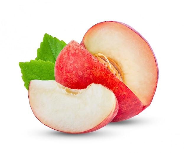 白の葉と桃の果実。