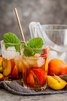 Peach ice tea with mint