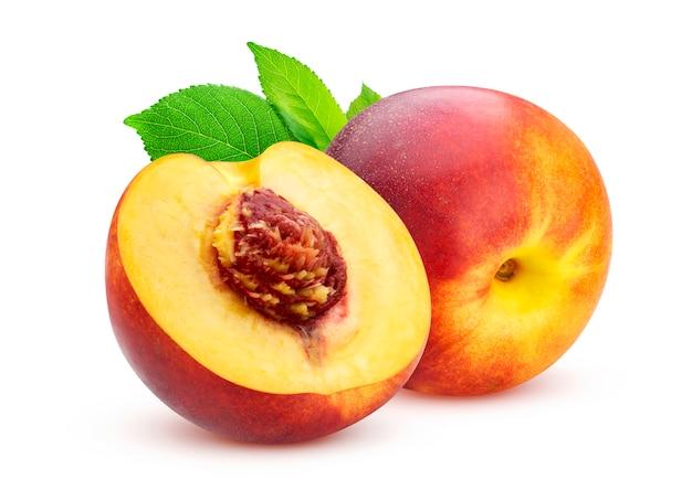 Персик на белом фоне