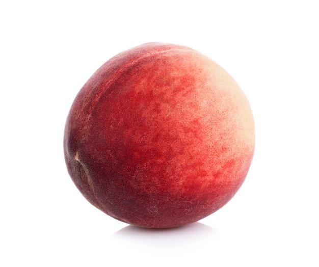 Персик, изолированные на белой поверхности
