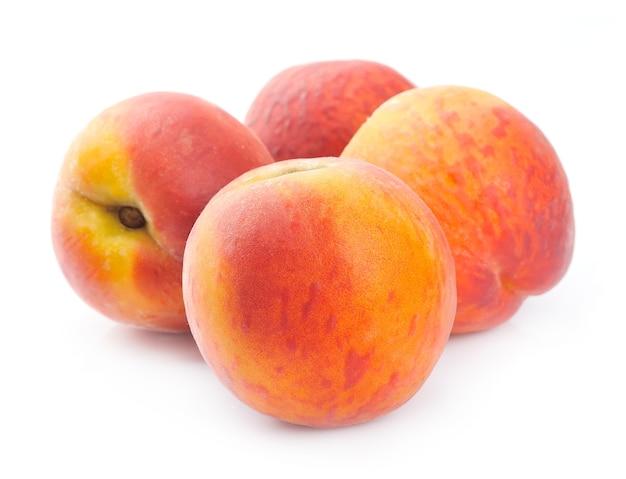 Персик на белом