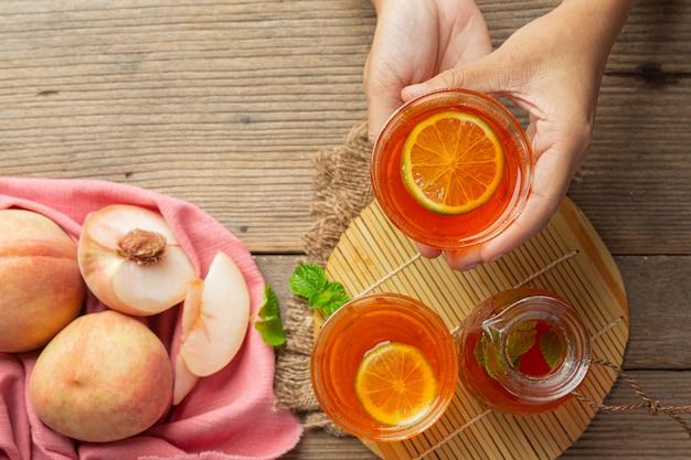 ピーチティーピーチ食品および飲料製品食品栄養の概念。