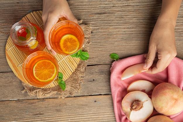 Tè alla pesca prodotti alimentari e bevande alla pesca concetto di nutrizione alimentare.