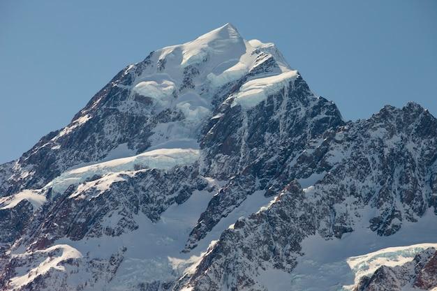 雪の山の頂上。アオラキマウントクック、ニュージーランド