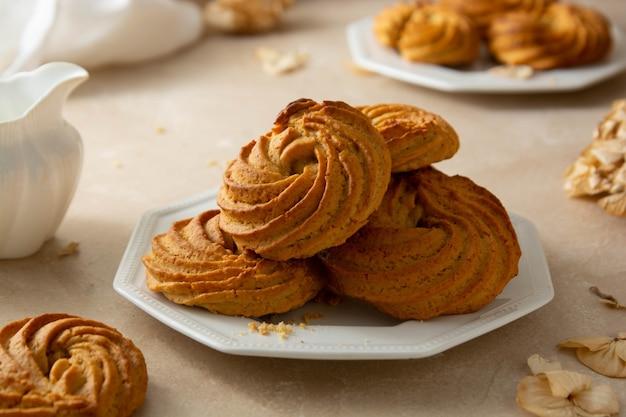 ピーナッツバタークッキーの渦巻き形状。自家製ヘルシープロテインスナックバイト、ヘルシーデザート