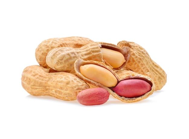 白に分離されたピーナッツ