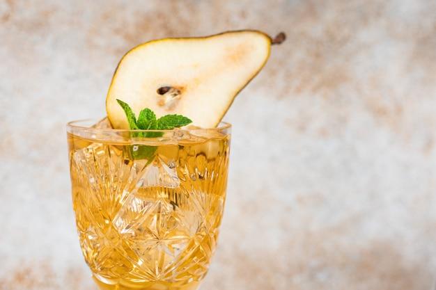 梨カクテルドリンクレモネードフルーツ冷たい甘いデザート飲料