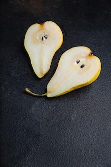 テーブルのコピースペース食品の背景に食事ビタミンスナックを食べる準備ができて梨新鮮な果物