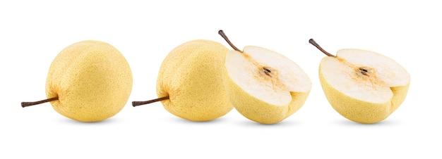 白い表面に分離された梨の果実