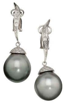 Pearl drop earrings. isolated on a white background