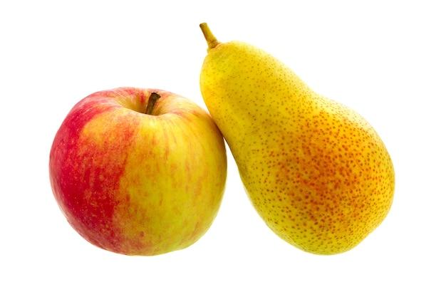 梨とリンゴは白い背景で隔離。熟した果物。
