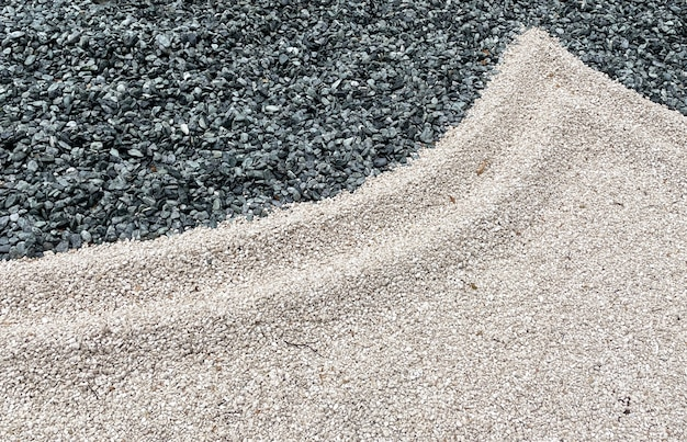 リーヴァデルガルダの日本庭園にあるさまざまな形の小石
