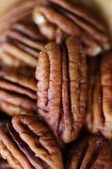ピーカンナッツのクローズアップ。ビーガンとベジタリアンの食品成分。