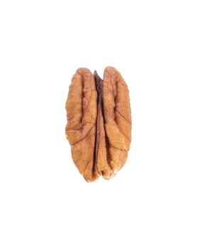白で分離されたピーカンナッツ。