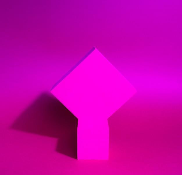 紙の背景に2つの立方体の台座