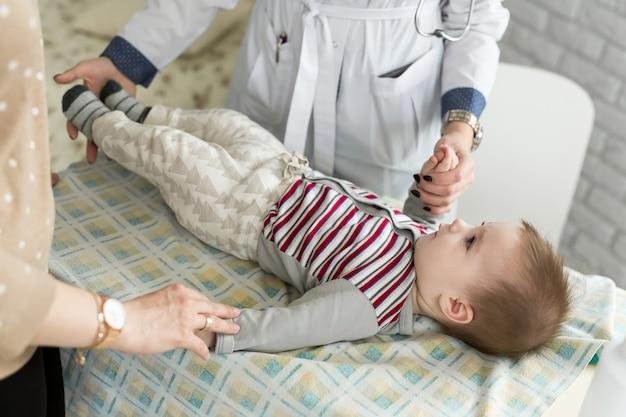 소아과 의사 진찰 유아