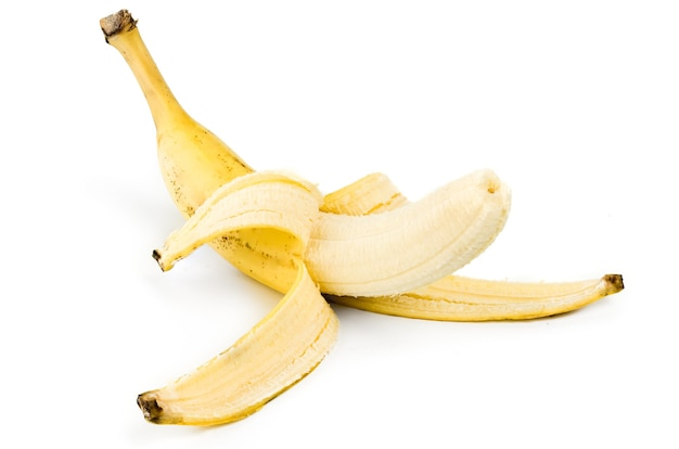 Очищенный банан, изолированные на белом.
