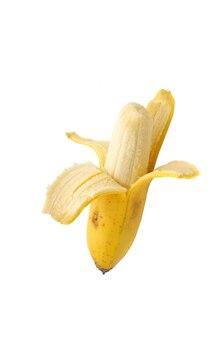 Очищенный банан на белом фоне