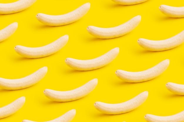 皮をむいたバナナパノラマのシームレスパターン