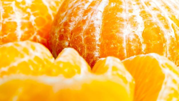 皮をむいたオレンジはすぐに食べられます