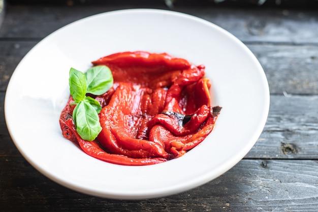皮をむいたピーマングリル焼き野菜ペッパーグリル新鮮な部分すぐに食べられる食事スナック