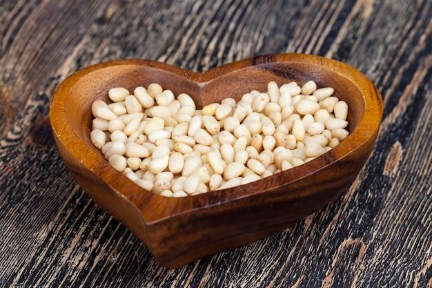 Очищенные кедровые орехи небольшого размера