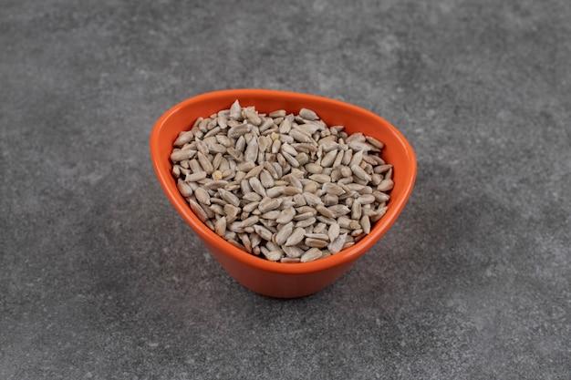 Di semi di girasole pelati.