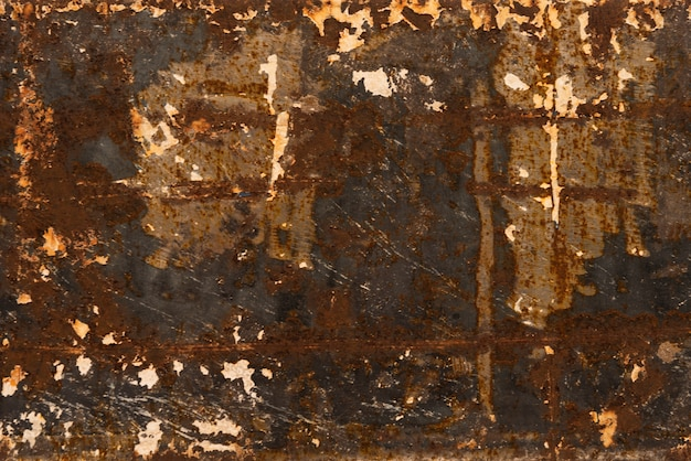 Vernice scrostata su un vecchio pavimento di legno