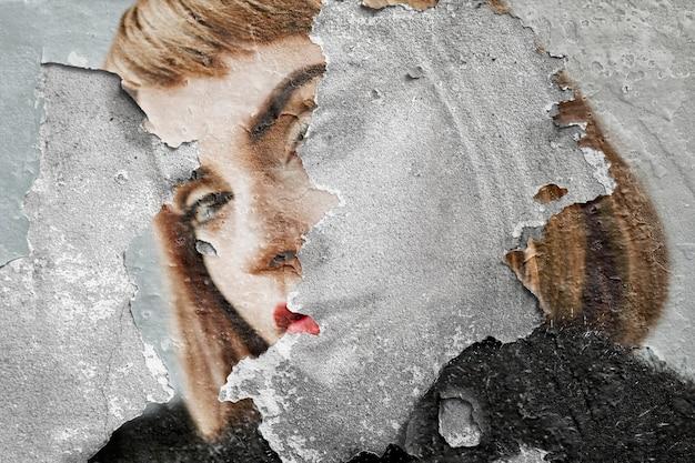 コンクリートの壁に女性の壁画アートをはがす