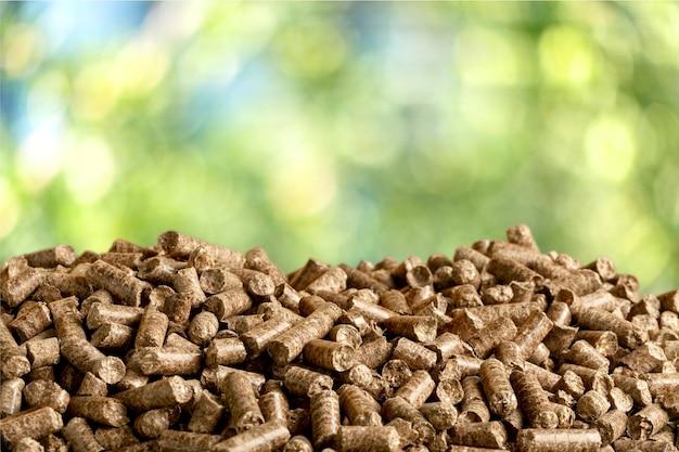 Пеллеты биомассы - крупным планом на фоне
