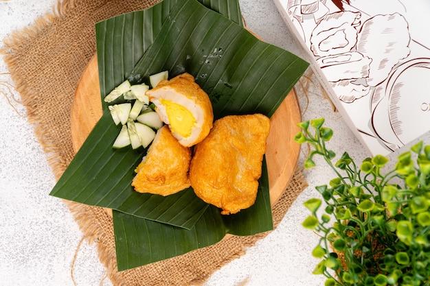 Пемпек или эмпекемпек - пикантный индонезийский рыбный котлет из рыбы и тапиоки.