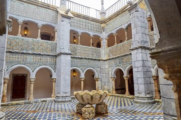 Дворец пена в синтре недалеко от лиссабона, португалия