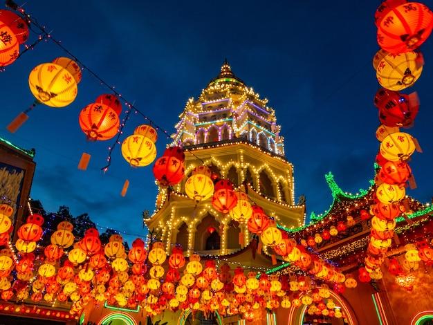 Пенанг кек лок си храм будды малайзии в китайский новый год.