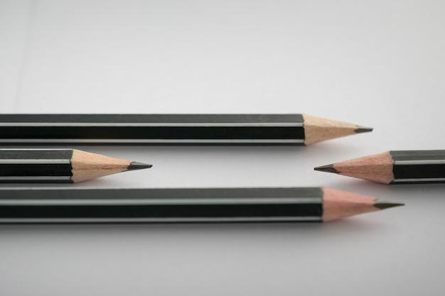 테이블에 연필