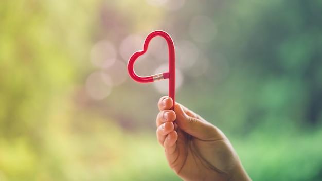 Карандаш в форме сердца