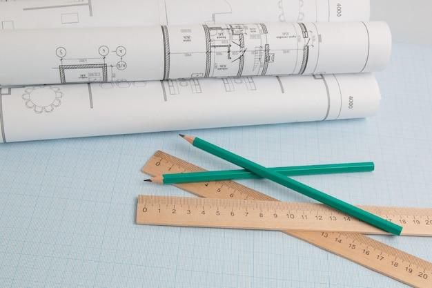 연필, 청사진 도면 그래프 용지에 엔지니어링 눈금자