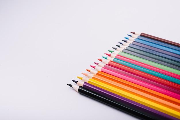 異なる色の鉛筆