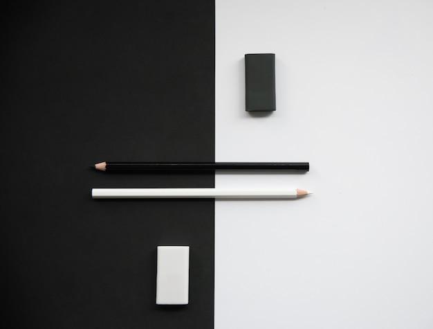 Карандаши с резиной на цветном черно-белом фоне, вид сверху