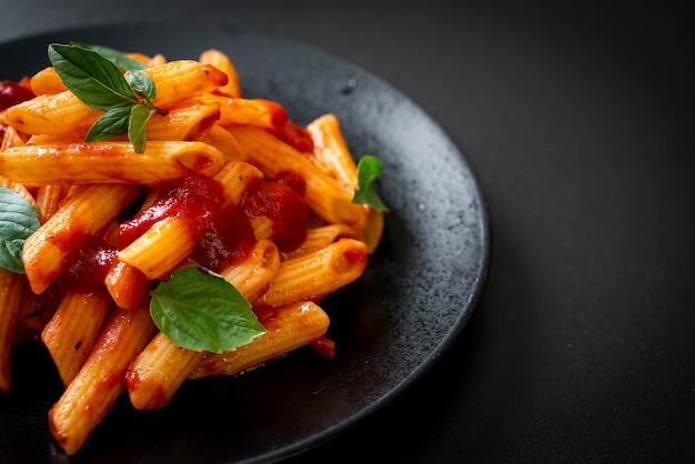 トマトソースのペンネパスタ