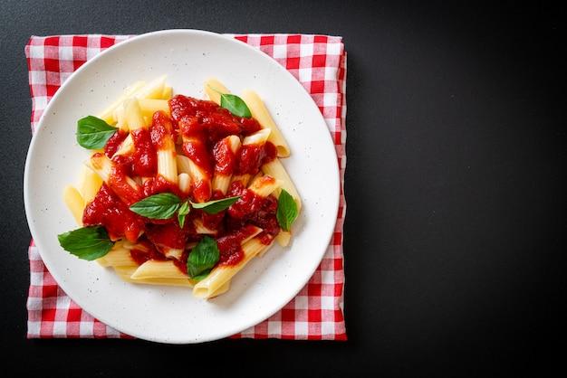 Паста пенне в томатном соусе