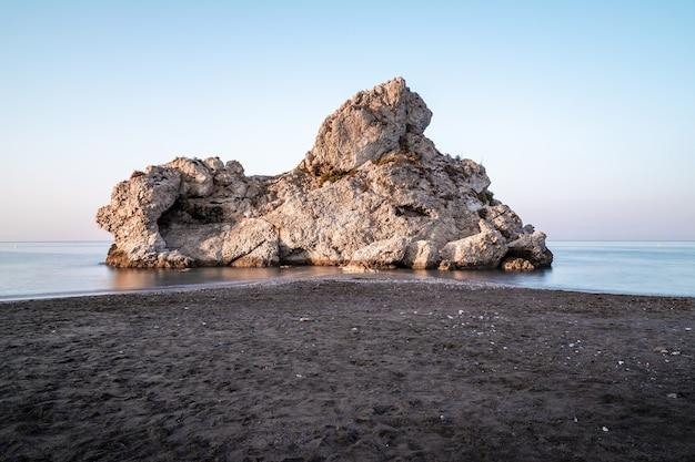 マラガのペノンデルクエルボビーチ、